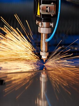 laser-cutter-cutting-metal
